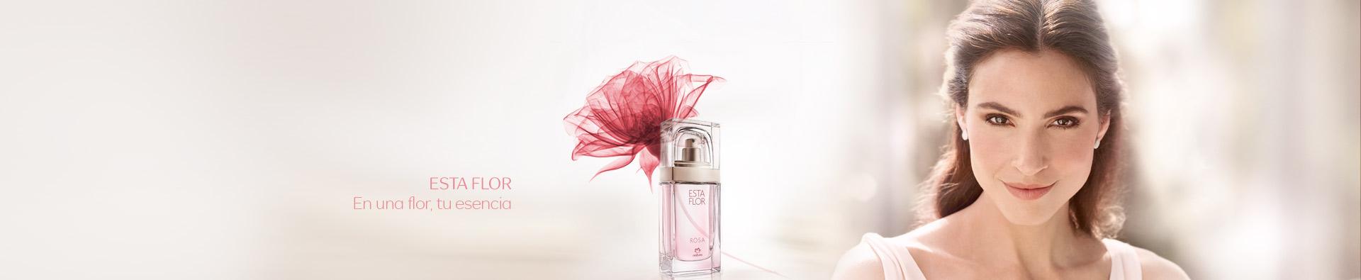 Perfume Esta Flor con flor de bulgaria por detras junto a mujer